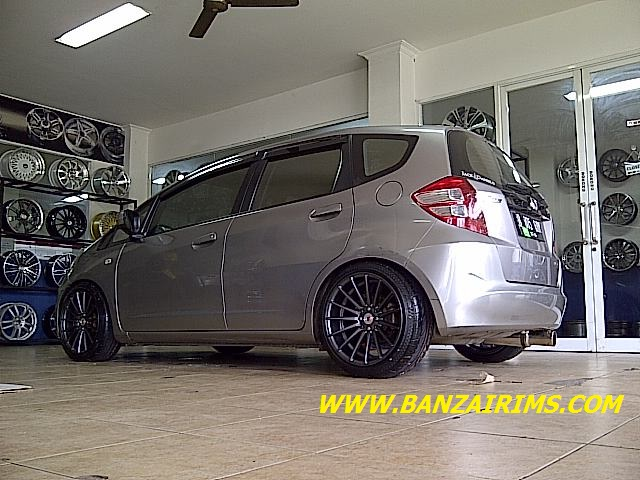 HONDA JAZZ RS VELG RING 17 VOSSEN CONCAVE (1)
